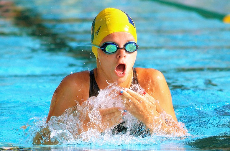 How to swim the breaststroke: tips and rules.