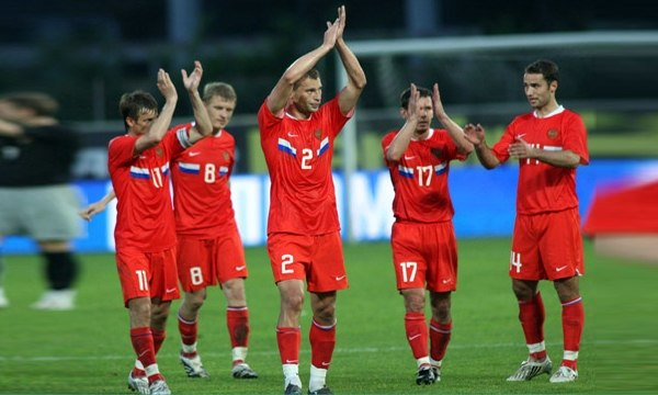 Why is the Russian national football team playing badly?
