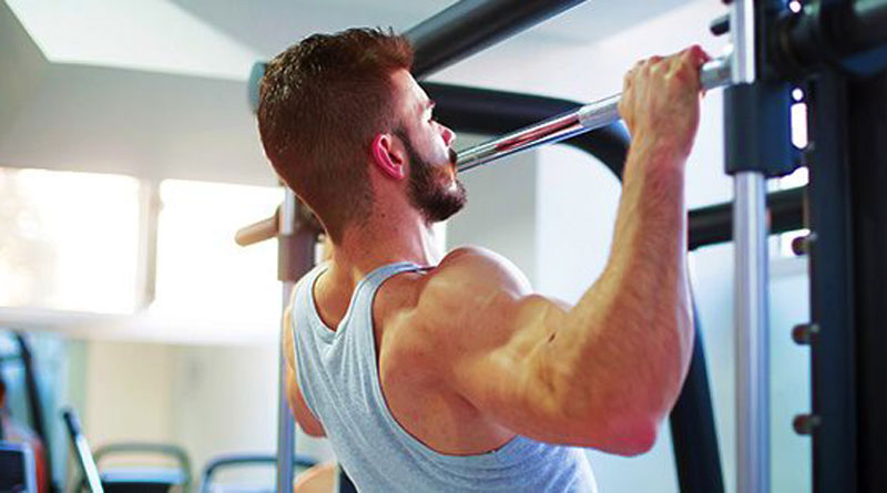 How to pump your back on the bar: a set of exercises
