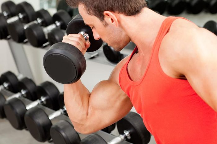 Dumbbell exercises for men at home: advice from professionals