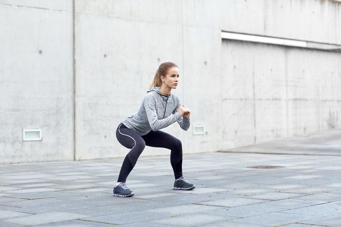 Plié squats: distinctive factors and proper technique.