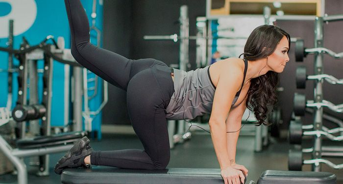Exercises for the buttocks in the gym for girls: tips from the trainer.