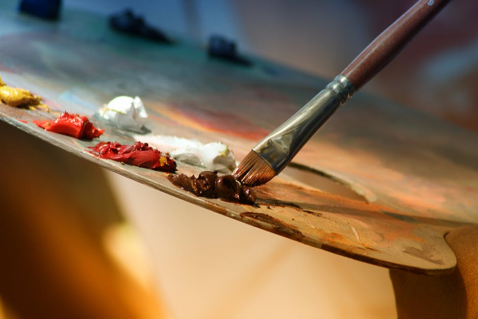 What is art therapy and who will help the treatment of art?